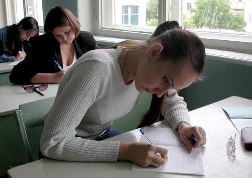 До конца августа будут объявлены направления обязательных сочинений для выпускников