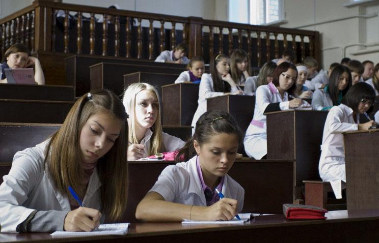 Жалобы на повышение стоимости обучения в вузах не поступали в Минобрнауки РФ